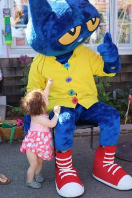 Image of Pete the Cat with a Young Fan